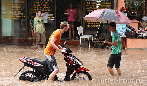 На фото: наводнение в Тайланде. Остров Самуи