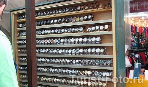 На фото: поддельные часы из Китая